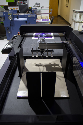 PRODUCT PACKAGE PRINTING - DIE CUTTER WORKING STRAIGHT ON ANGLE